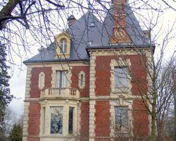 Laurent A - BERNAY - Château privé près de Pont l' Evêque